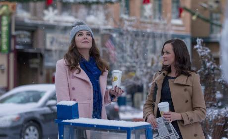 Gilmore Girls Revival Photos: Friday Night Dinner Guests, Mrs. Kim, and Jess!