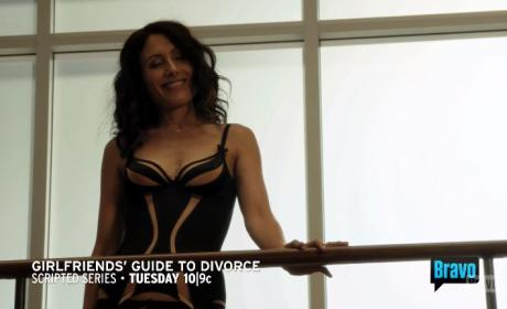 Girlfriends' Guide to Divorce Promo: Abby's the Sexy Face of Divorce!