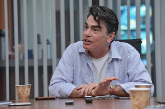 Peter Gallagher Set Shot
