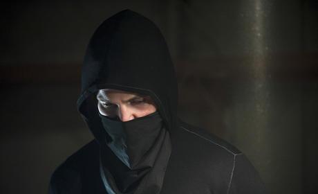A Different Hood - Arrow Season 3 Episode 2