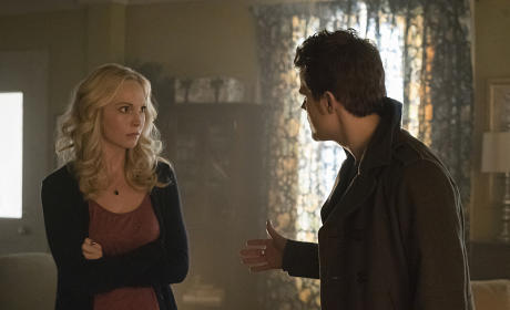 Helping Caroline Cope - The Vampire Diaries Season 6 Episode 12