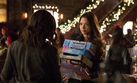 Toys for Tots? - The Vampire Diaries Season 7 Episode 9