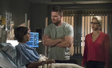 Thea Laid Up - Arrow Season 4 Episode 5