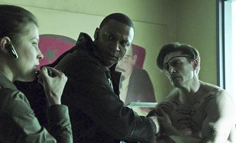 Calling in Assistance - Arrow Season 3 Episode 17