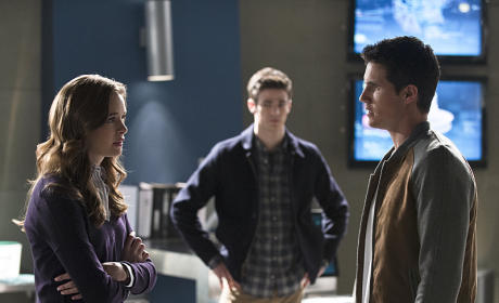 The Flash Season 1 Episode 13 Photo Gallery: Nuclear Winter