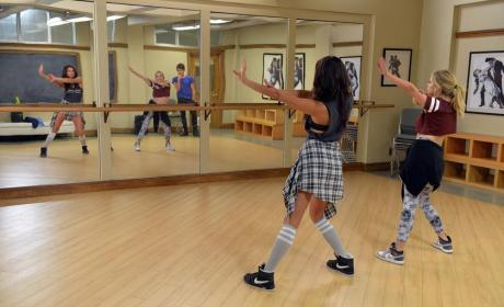 Still Practicing - Pretty Little Liars Season 5 Episode 20