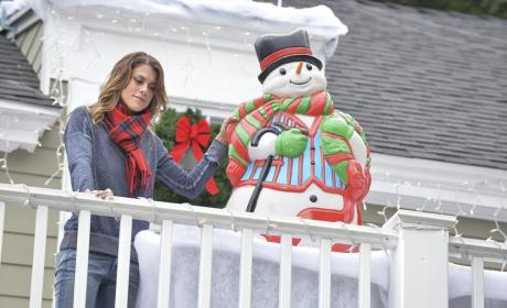 Paige the Christmas Elf - Pretty Little Liars Season 5 Episode 12