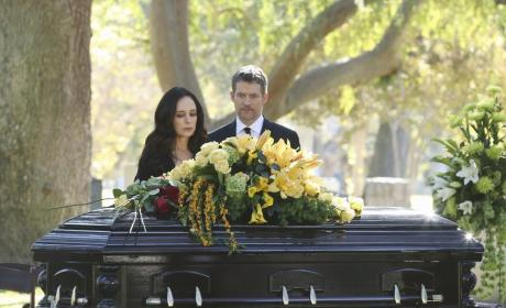 Victoria Mourns - Revenge Season 4 Episode 11