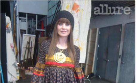 Ellen Pompeo in Wig