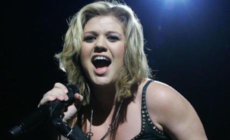 Kelly Clarkson to Release New Album