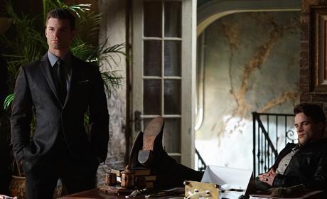 In The Hot Seat - The Originals Season 3 Episode 16