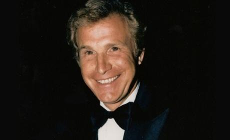 M*A*S*H Star Wayne Rogers Dead at 82