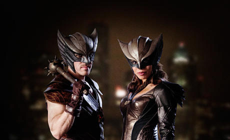 Legends of Tomorrow First Photo: Hawkman and Hawkgirl!