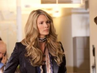 Elle Macpherson as Claudia