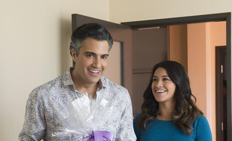 Jane the Virgin Season 1 Episode 12 Review: Who is Sin Rostro?