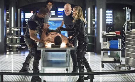 Operation - Arrow Season 4 Episode 17