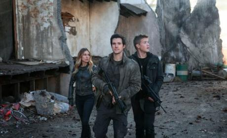 Falling Skies: Watch Season 4 Episode 12 Online