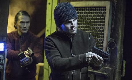 Oliver Leads - Arrow Season 3 Episode 19