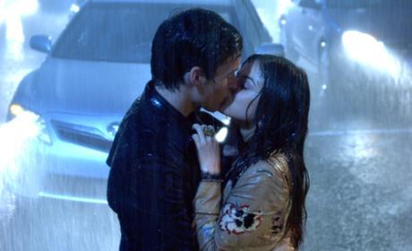 17 Romantic TV Kisses in the Rain