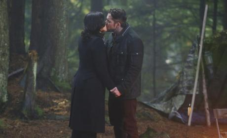 True Love's Kiss - Once Upon a Time Season 4 Episode 10