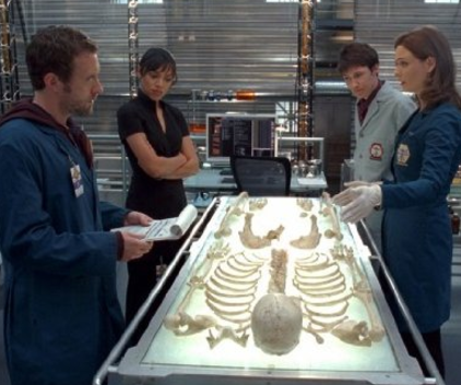 Watch Bones Season 4 Episode 16