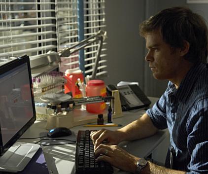 Watch Dexter Season 4 Episode 9