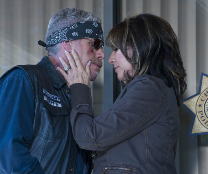 Watch Sons of Anarchy Season 2 Episode 13