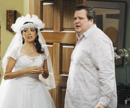 Watch Modern Family Season 1 Episode 12