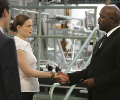 Watch Bones Season 5 Episode 12