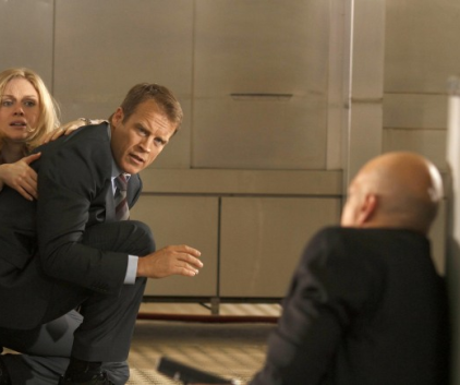Watch Human Target Season 1 Episode 12