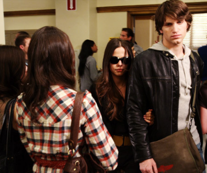 Watch Pretty Little Liars Season 1 Episode 3