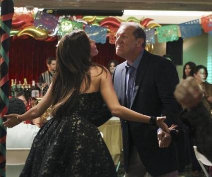 Watch Modern Family Season 2 Episode 4