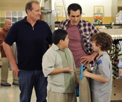 Watch Modern Family Season 2 Episode 10