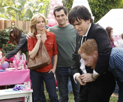 Watch Modern Family Season 2 Episode 15