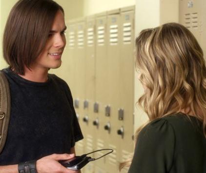 Watch Pretty Little Liars Season 1 Episode 18