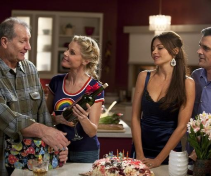 Watch Modern Family Season 2 Episode 24
