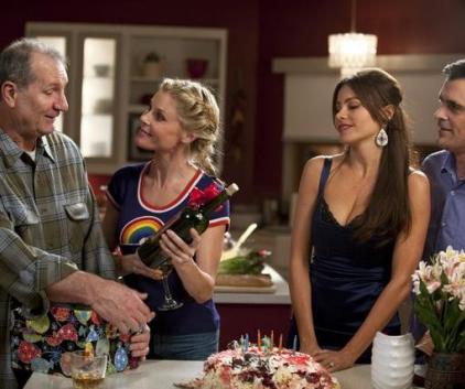 Watch Modern Family Season 2 Episode 24