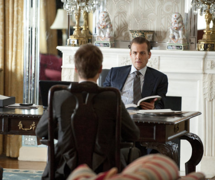 Watch Suits Season 1 Episode 1