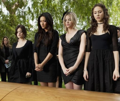 Watch Pretty Little Liars Season 2 Episode 5