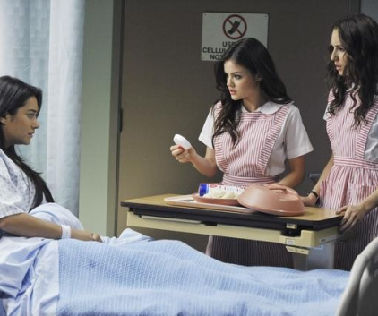 Watch Pretty Little Liars Season 2 Episode 8