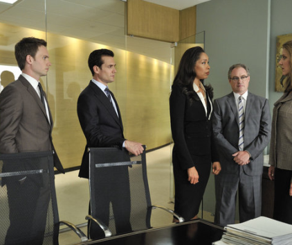 Watch Suits Season 1 Episode 10