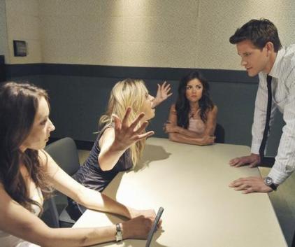 Watch Pretty Little Liars Season 2 Episode 12