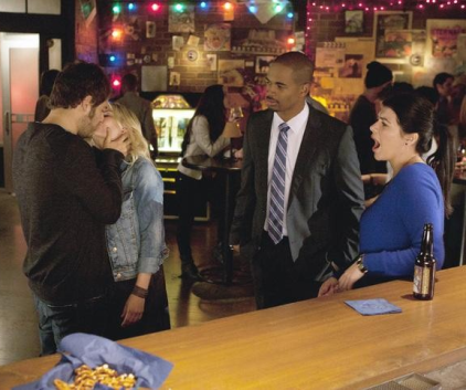 Watch Happy Endings Season 2 Episode 7