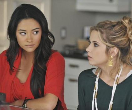 Watch Pretty Little Liars Season 2 Episode 16