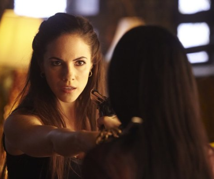 Watch Lost Girl Season 1 Episode 1