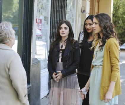 Watch Pretty Little Liars Season 2 Episode 24