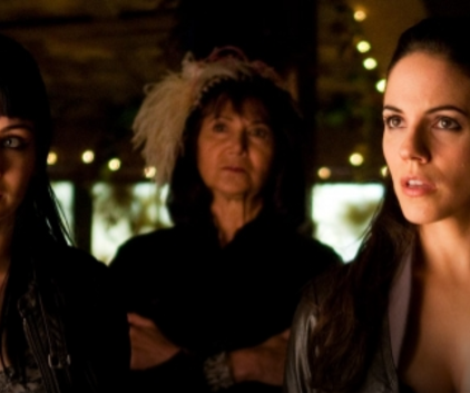 Watch Lost Girl Season 1 Episode 9