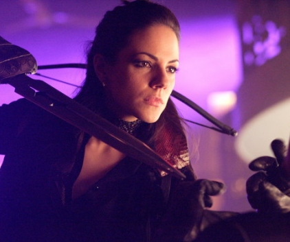 Watch Lost Girl Season 2 Episode 1