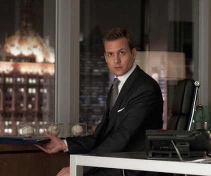 Watch Suits Season 2 Episode 1