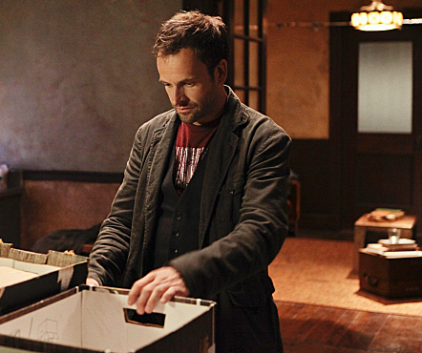 Watch Elementary Season 1 Episode 3
